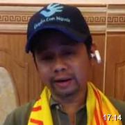 14 - Phan Vân Bách khoác cờ VNCH lên sóng